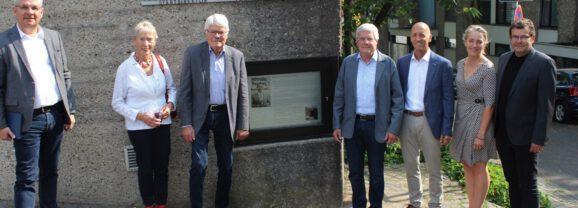 Vor 50 Jahren starb Wilhelm Wagener: Hinweistafel am Rathaus Bensberg